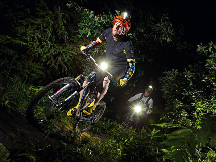 Head-mounted lights: save them for the mountain-bike track (c/ BikeRadar)