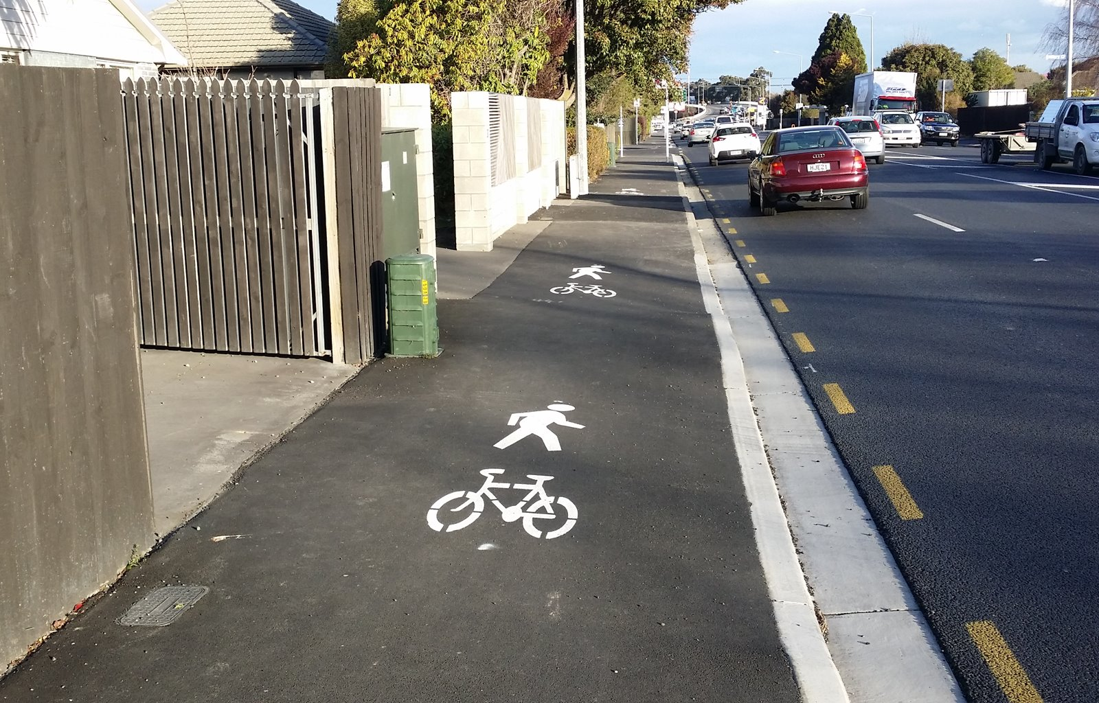Curletts Rd: Best practice for cycling?