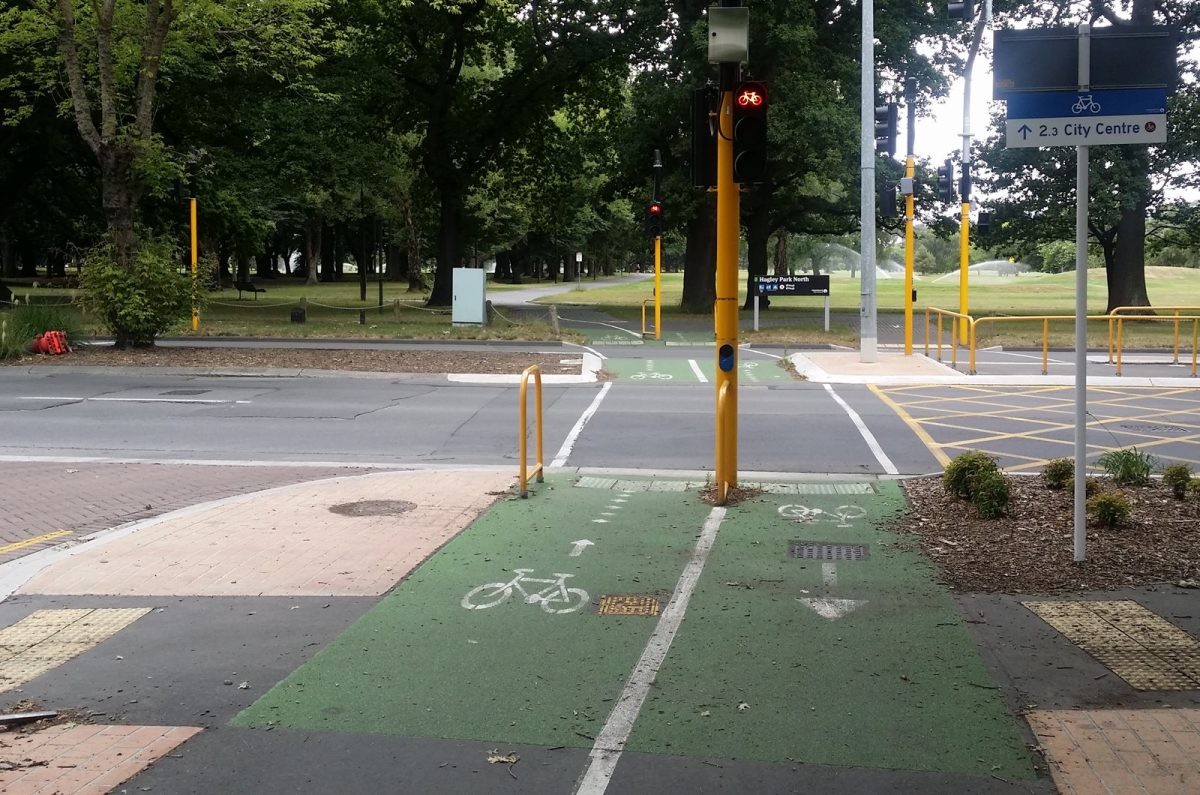 Do cycle crossings need a bell?